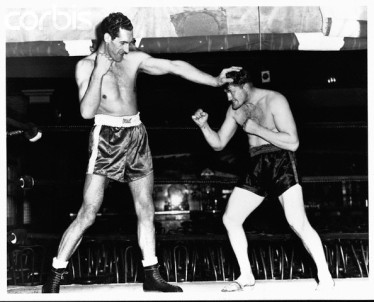 ca. March 1948, Greenwood Lake, New Jersey, United States --- Seven foot boxer Jim Cully from Ireland towers his American counterpart. --- Image by © Hulton-Deutsch Collection/CORBIS